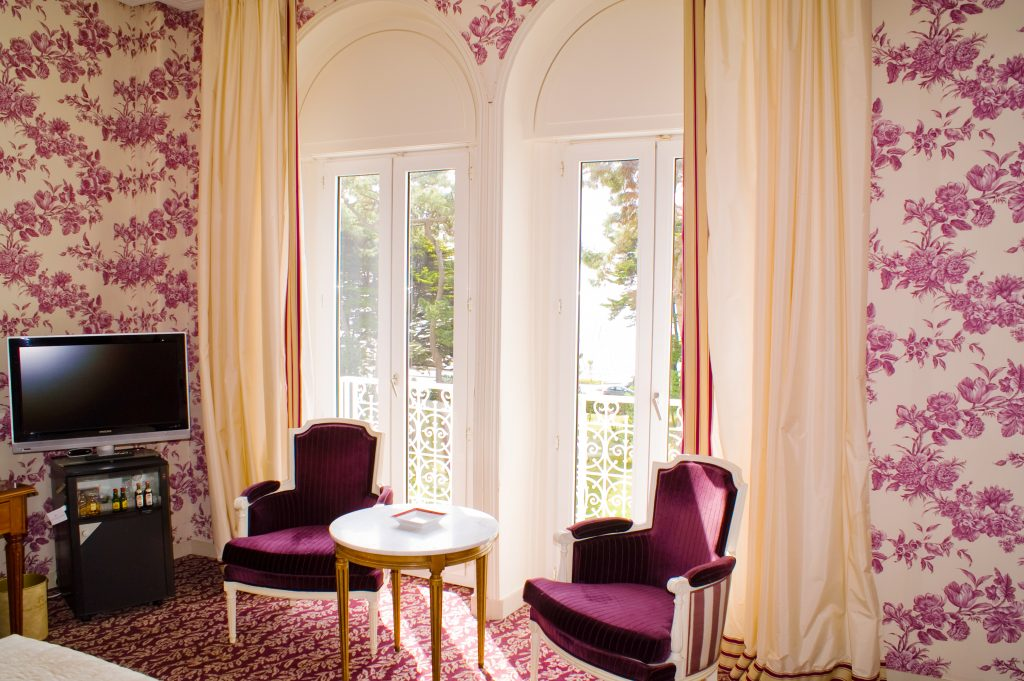 Wallpaper Ideas to Make Your Room Look Trendy